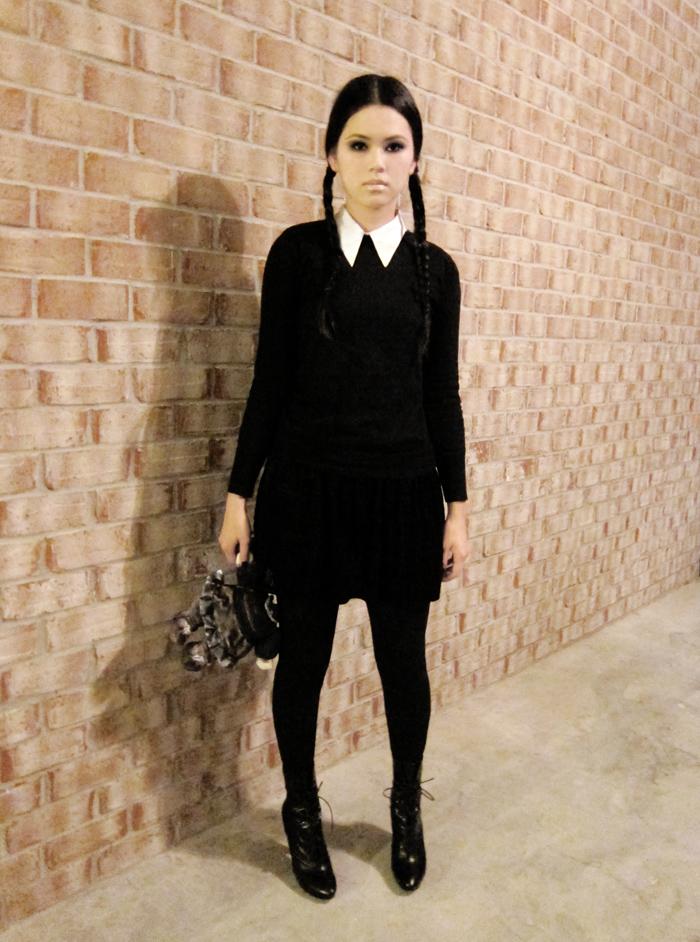 Wednesday-Addams-Halloween-Costume-Ideas-5
